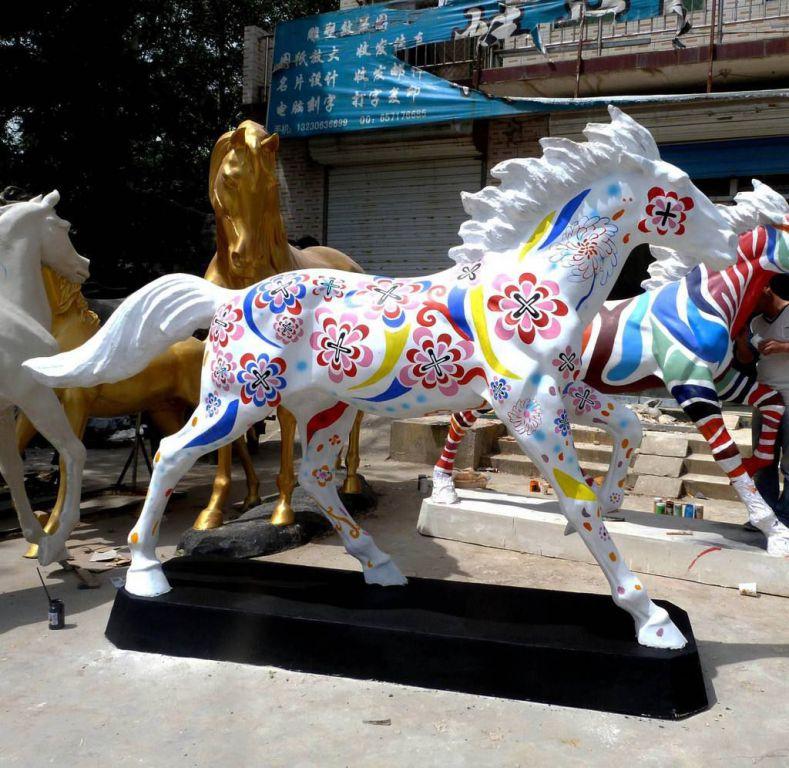 玻璃钢彩绘马雕塑3